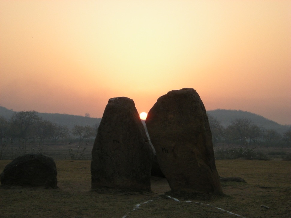 The sunrises exactly between these two menhirs on the equinox mornings