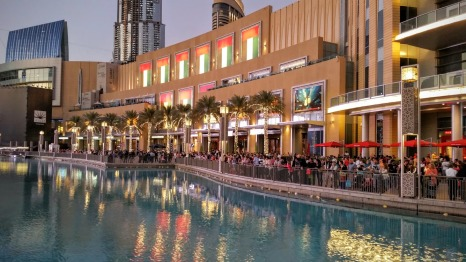 People are waiting to see the fountain in front of Dubai Mall